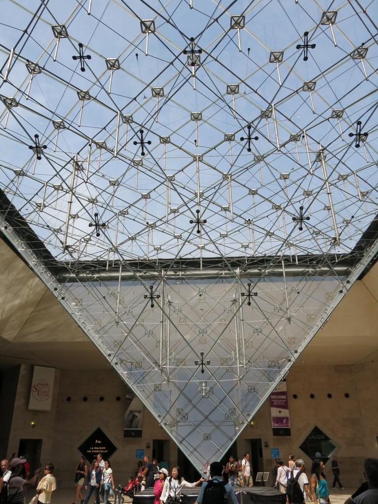 Fig 3, Pyramide inversée, Carrousel du Louvre, Paris, ©author